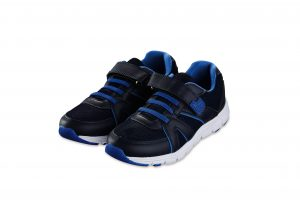 CHILDRENS TRAINERS €8.99